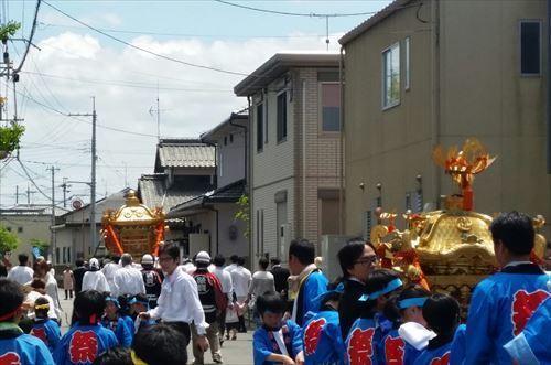 お祭り 神輿2.jpg