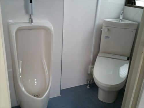 会社裏トイレ.jpg
